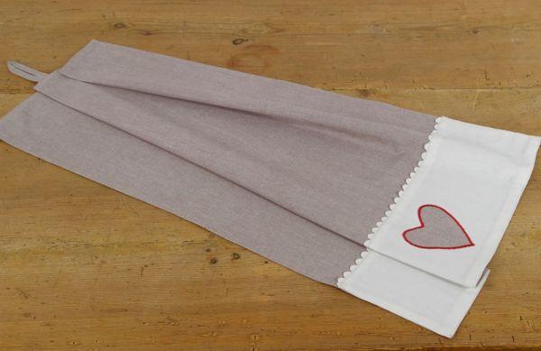 Geschirrtuch Landhaus Premium ROSI grau / weiße Bordüre graues Herz 50x70 cm