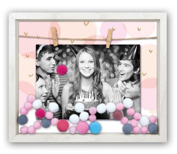 Bilderrahmen Holz weiß Leine Klammern & bunte Bommeln Pompons rosa blau 13x18 cm